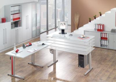 Schreibtisch motorisch by famos