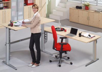 elektrisch höhenverstellbarer Schreibtisch by famos im Shop