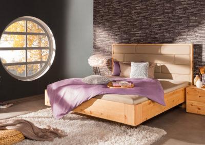 Bett mit Polsterkopfteil