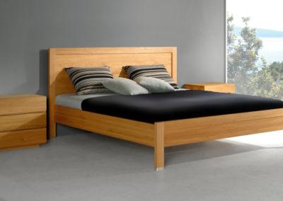 schönes Eiche-Bett