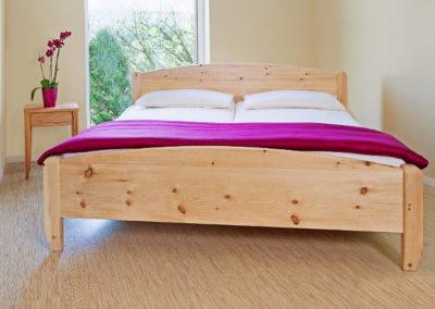 Klassisches Bett Zirbe GS